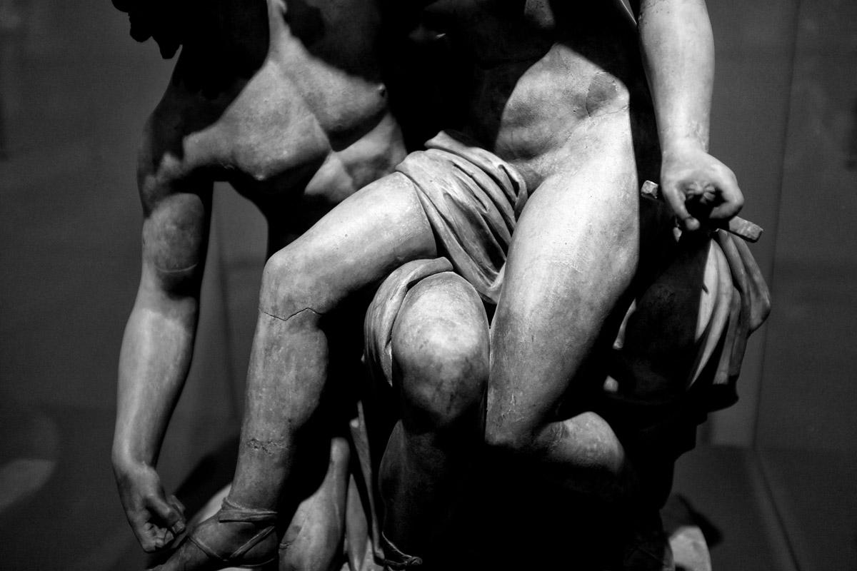 amourös und kampf, skulptur im kunsthaus zürich