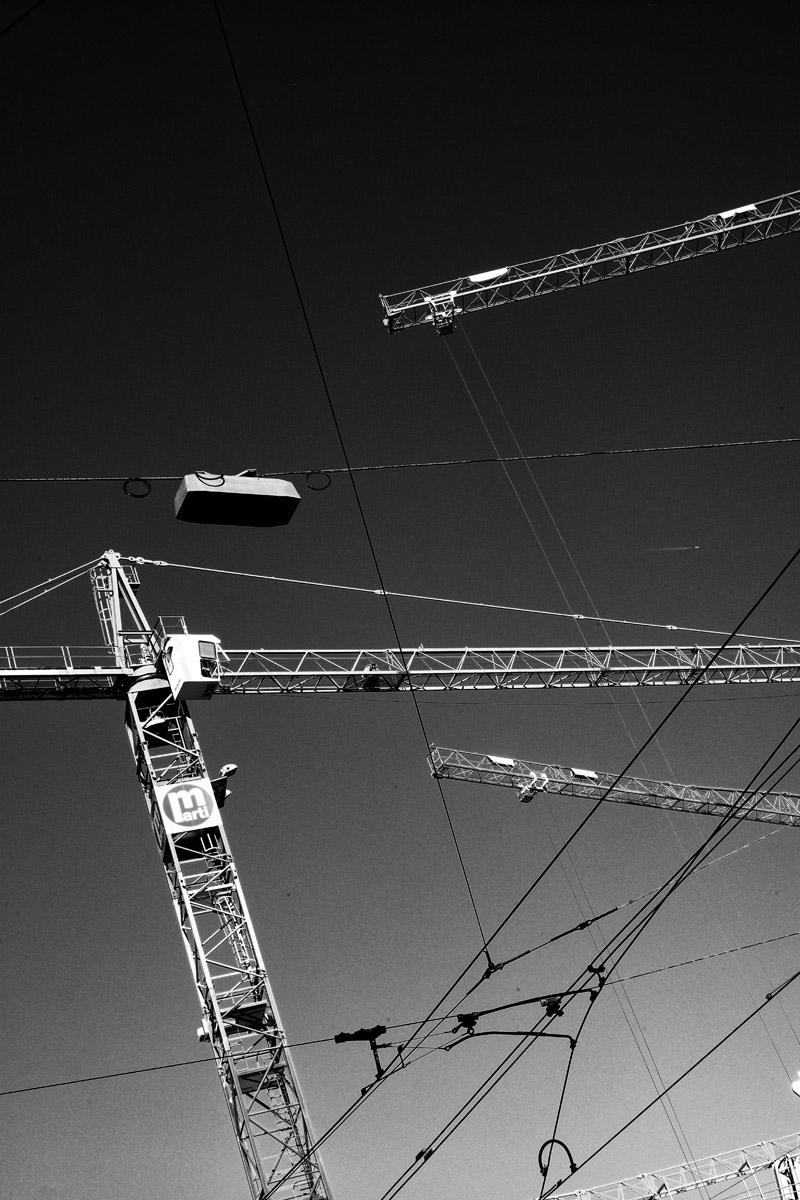 baukran über der baustelle für den erweiterungsbau des kunsthaus zürich