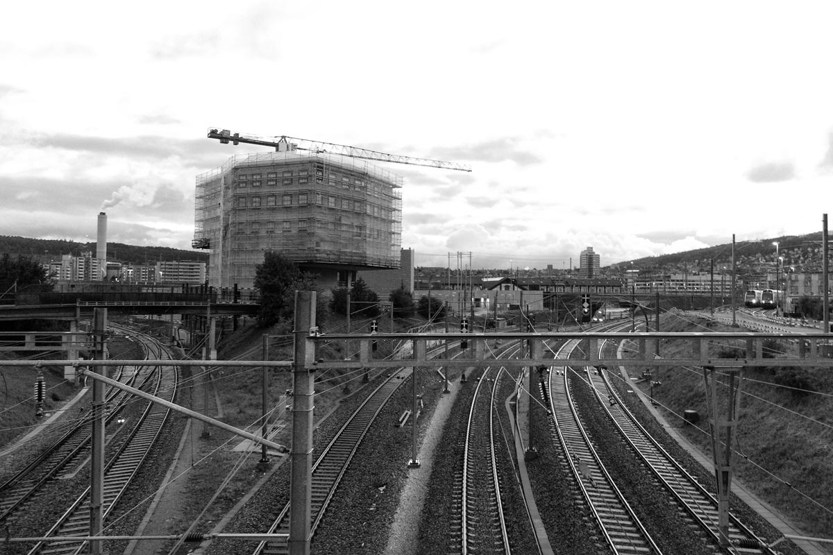 eisenbahn strecke mit weichen nach ost und west