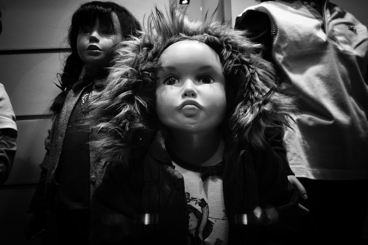 eine puppe mit einem gesicht wie ein inuit