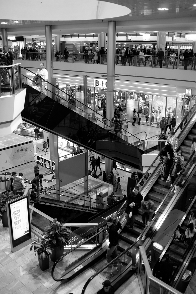 rolltreppe in einer shoppingmall