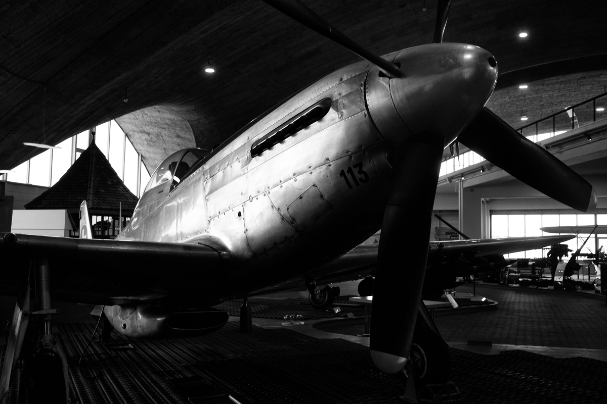 WWII flugzeug P-38 mustang im museum
