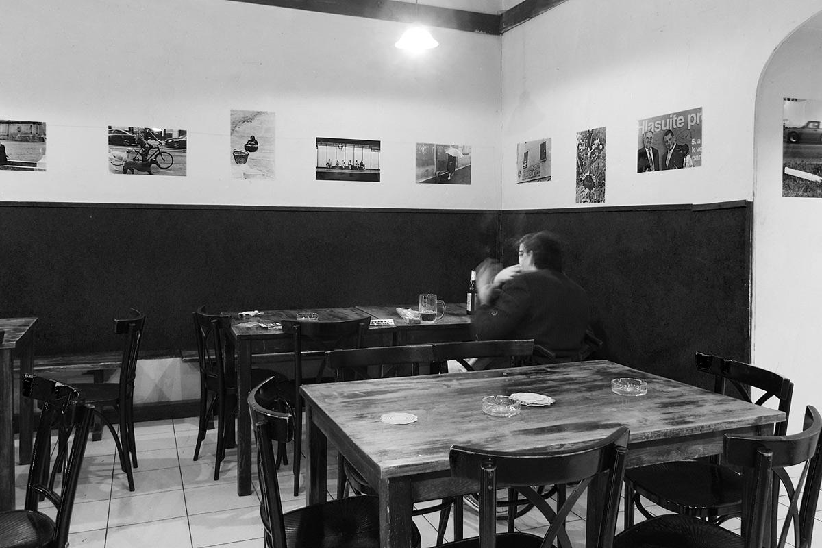 """""""cafe nachtasyl"""" in wien, stumpergasse, mit einer ausstellung von und mit tomas rydval"""