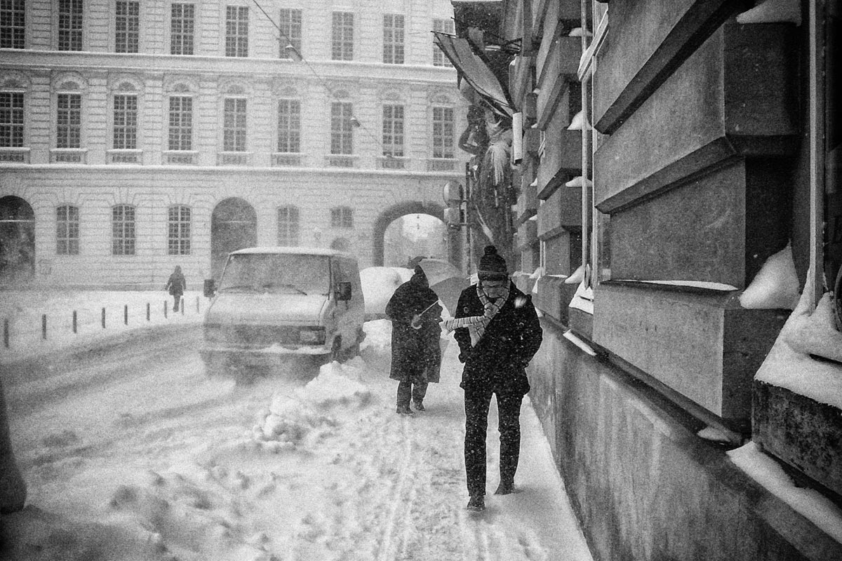 schneesturm bei der nationalbibliothek, wien