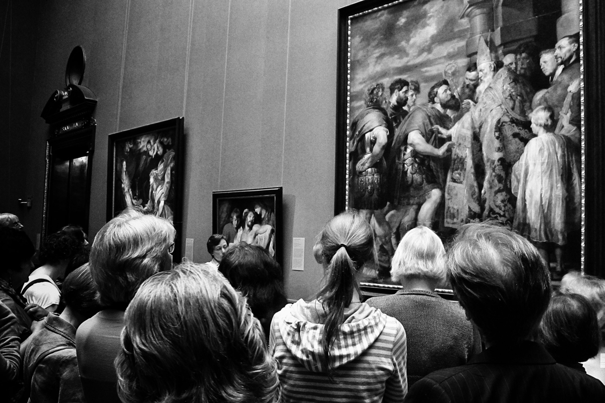 besucher im kunsthistorischen museum wien