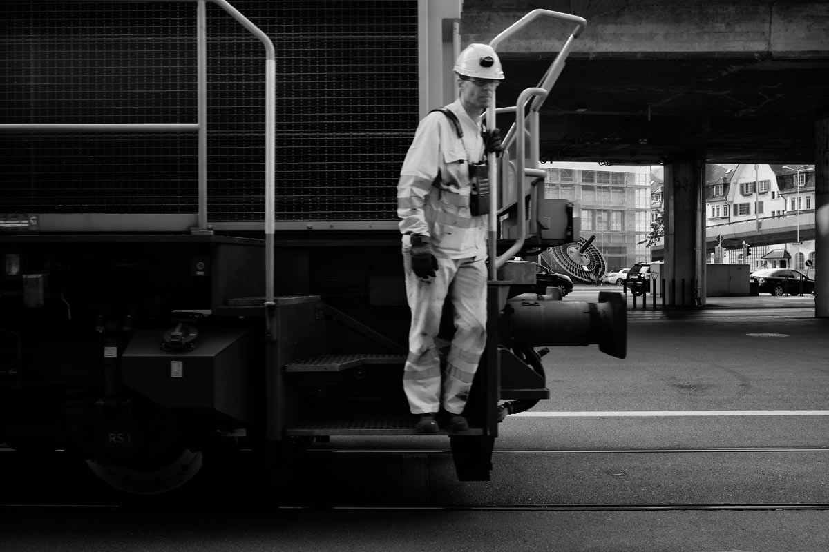 eisenbahnarbeiter am escher wyssplatz in zürich