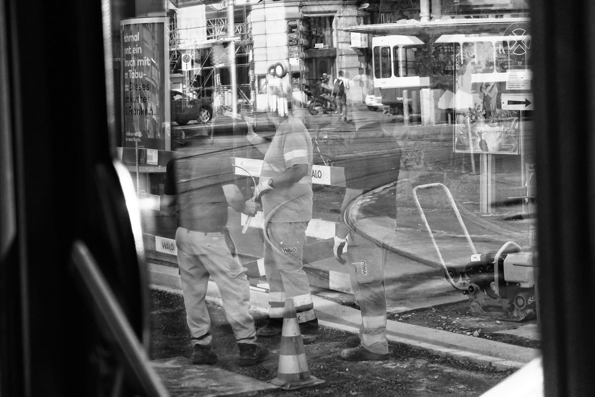 arbeiter bei infrastrukturarbeiten