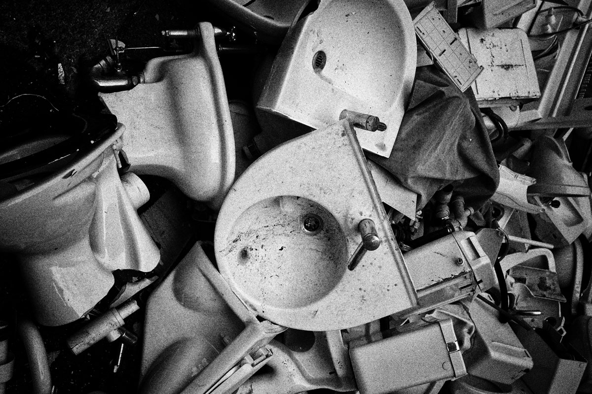 waschbecken, ein hotel investiert in neue sanitäre anlagen