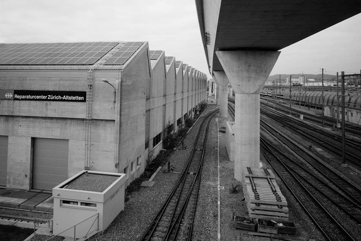 infrastruktur mit eisenbahnstrecken auf zwei etagen, transport für den eisenbahntransport