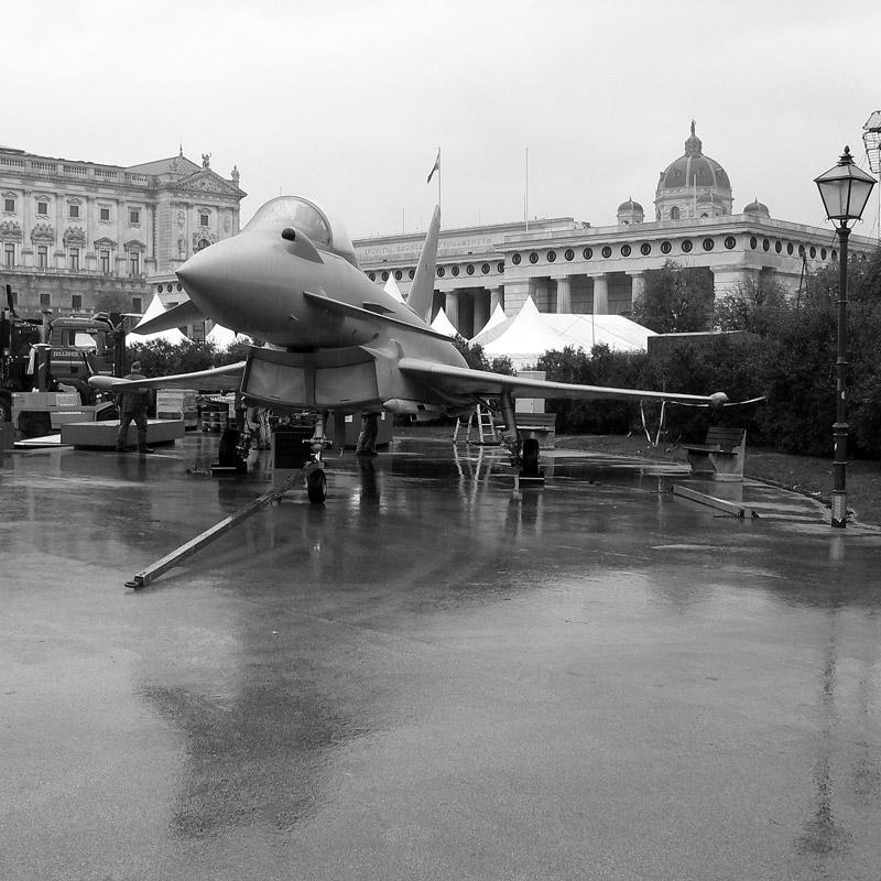 der eurofighter typhoon mock up anlässlich der eurofighter beschaffung für die luftwaffe österreich