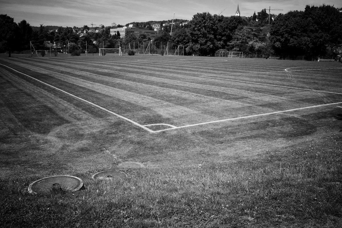 fussballplatz in einem vorort
