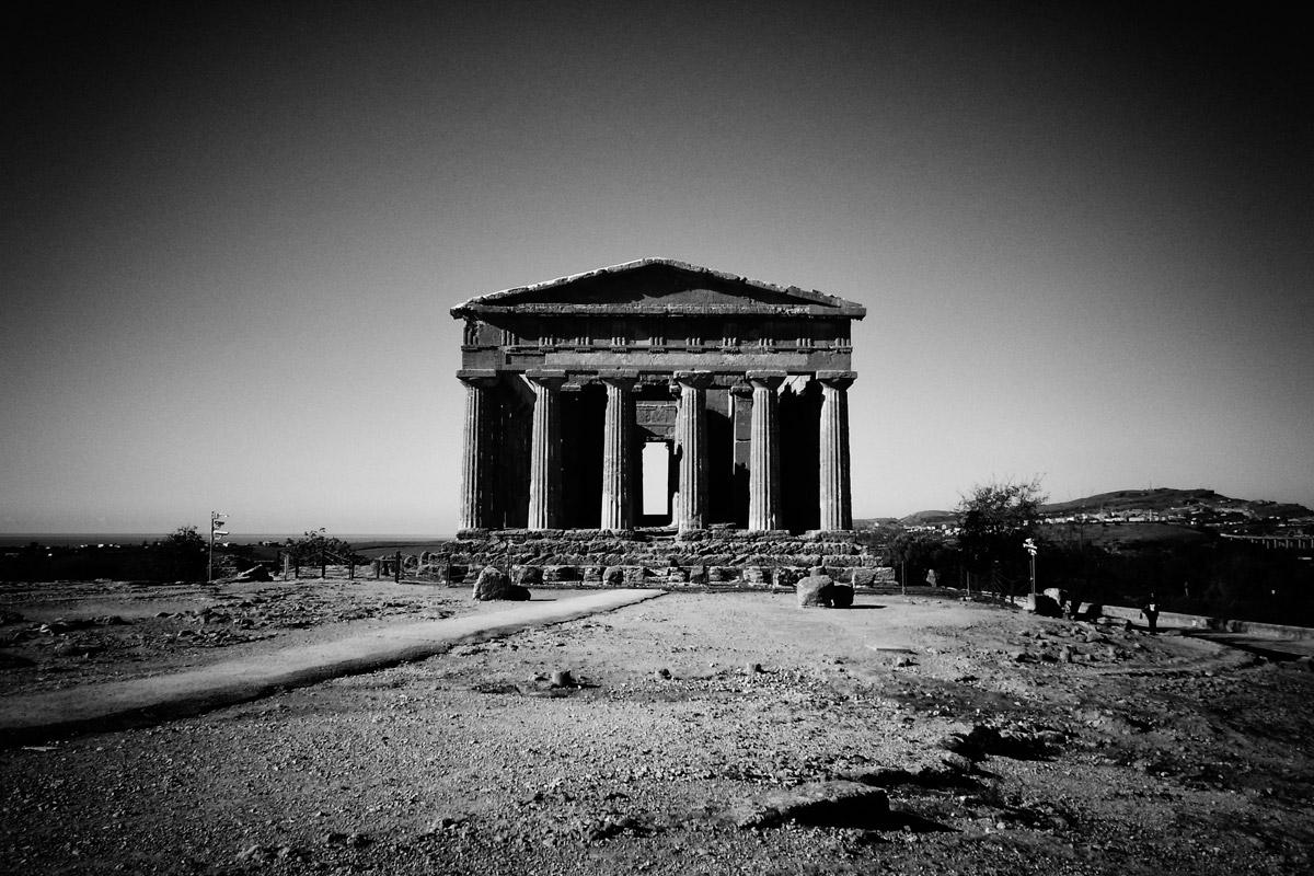 ein griechischer tempel nahe agrigento, sizilien
