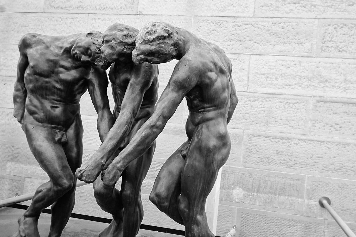 """obere figuren auf der skulptur """"höllentor"""" von auguste rodin"""