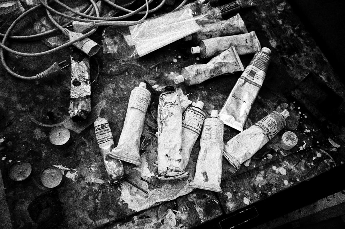 die ölfarben im atelier eines künstlers