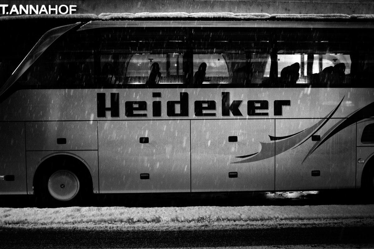 der philosoph martin heidegger fährt heute bus, auch im winter