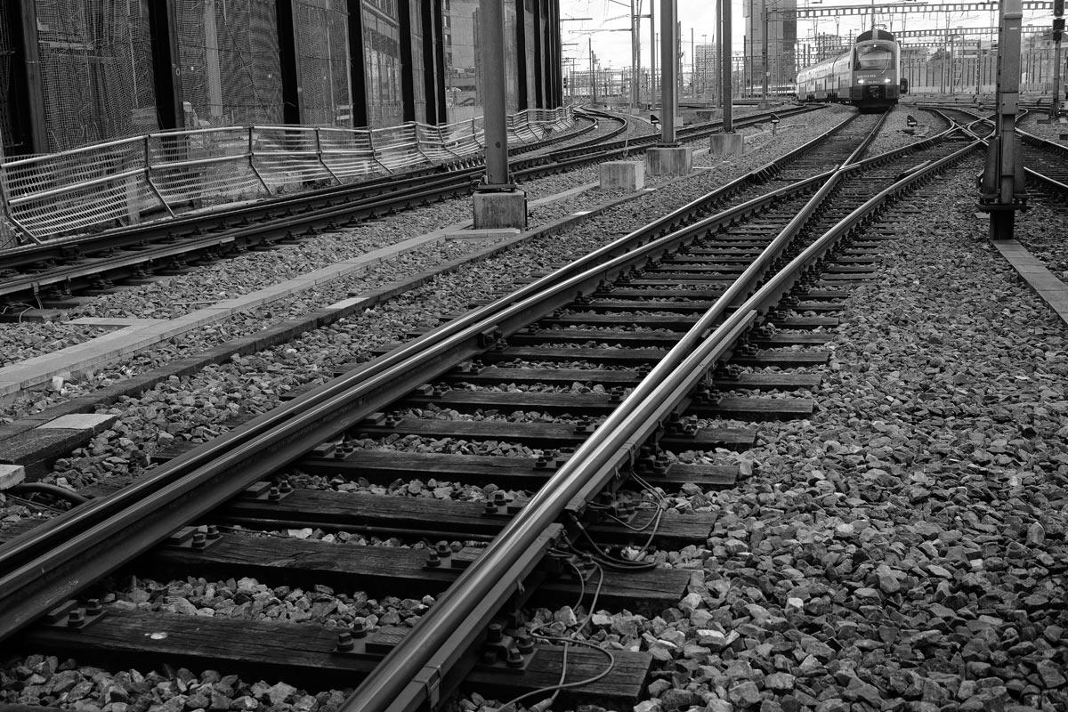 eisenbahnschienen mit weichen für den waren- güter und personenverkehr