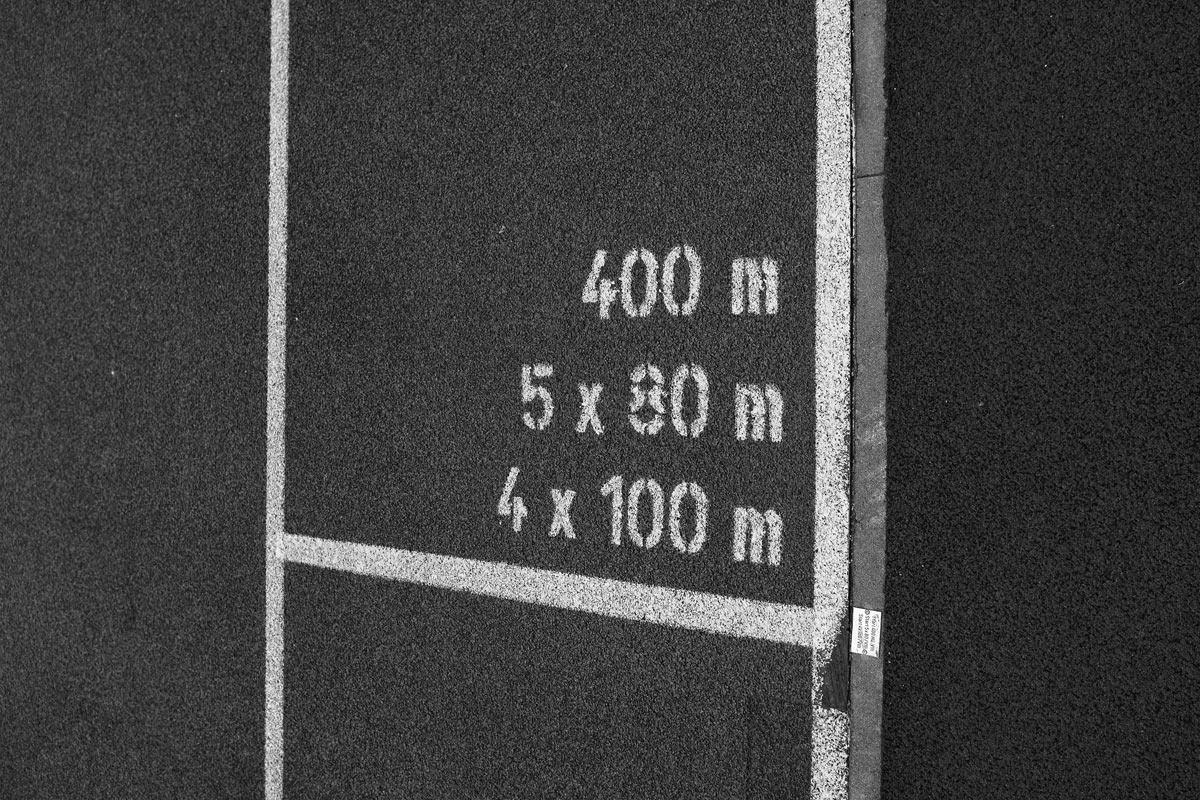 stortplatz mit einer mathematischen angabe für 400 meter